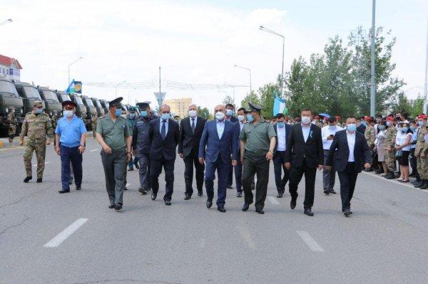 100 новеньких КамаАЗов, произведенных в Самаркандской области, переданы воинским частям в Карши