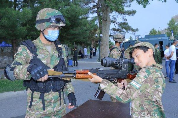 Выставка военной техники и вооружения.