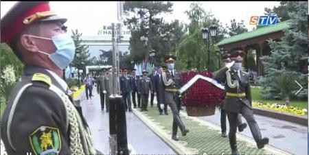 Церемония возложения венков к монументу Скорбящей матери (видео)